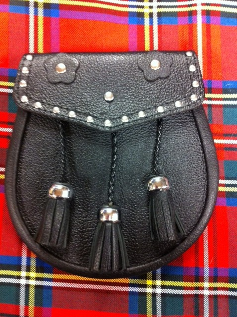 Leather Sporran With Flower Accent